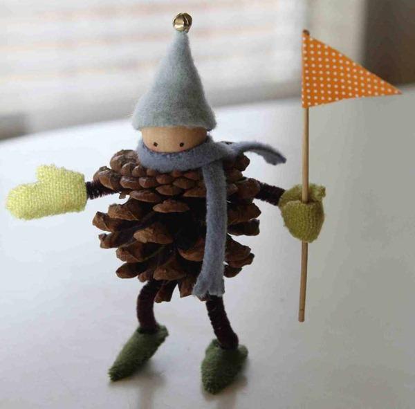 7 manualidades infantiles navide as con pi as y fieltro for Decoracion con pinas secas