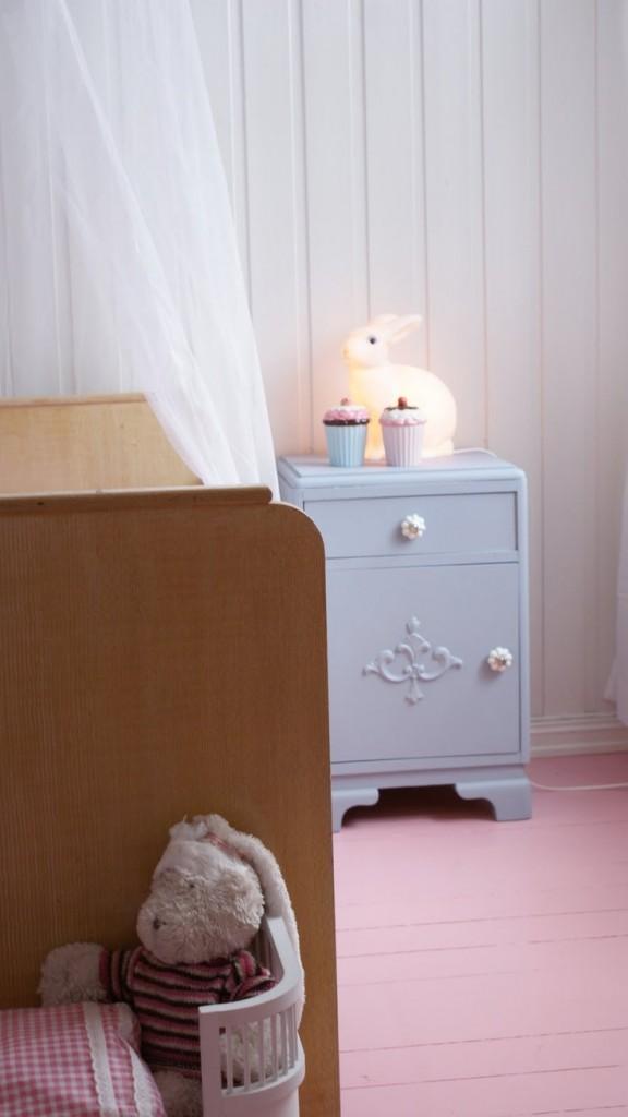 habitacion-niña-suelo-rosa