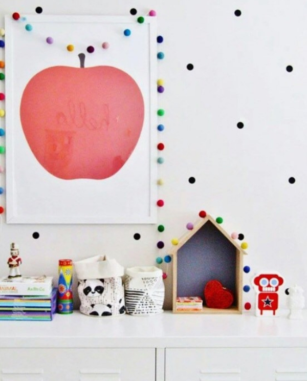 Ideas para decorar los cuartos infantiles con guirnaldas for Decoracion en pared para ninos