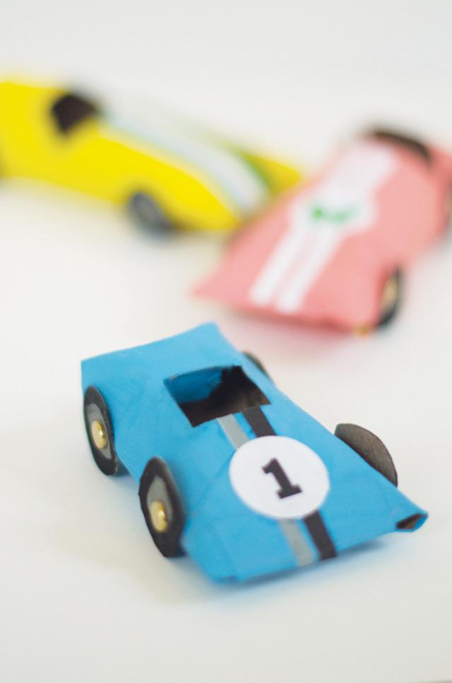 manualidad-rollos-wc-coche-carreras
