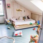 Un cuarto infantil con estilo rústico