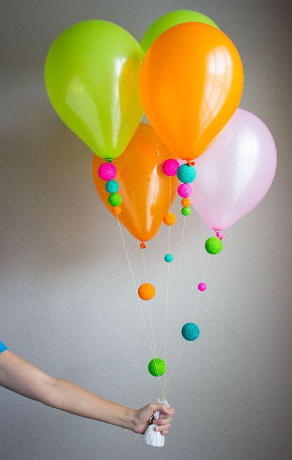 globos y borlas de colores decoracion con globos