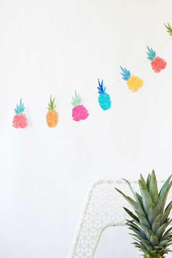 guirnalda de piñas para decorar una fiesta colores