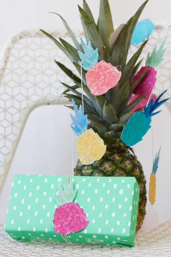 guirnalda de piñas para decorar una fiesta infantil