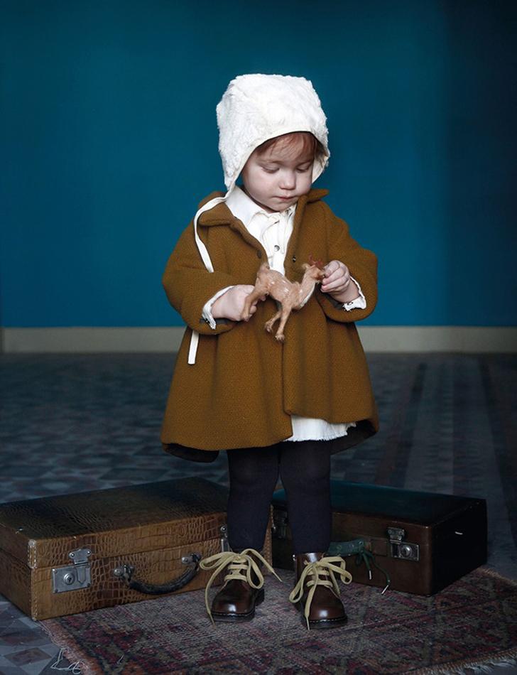 little-creative-factory-moda-infantil-abrigo-mostaza-bebe