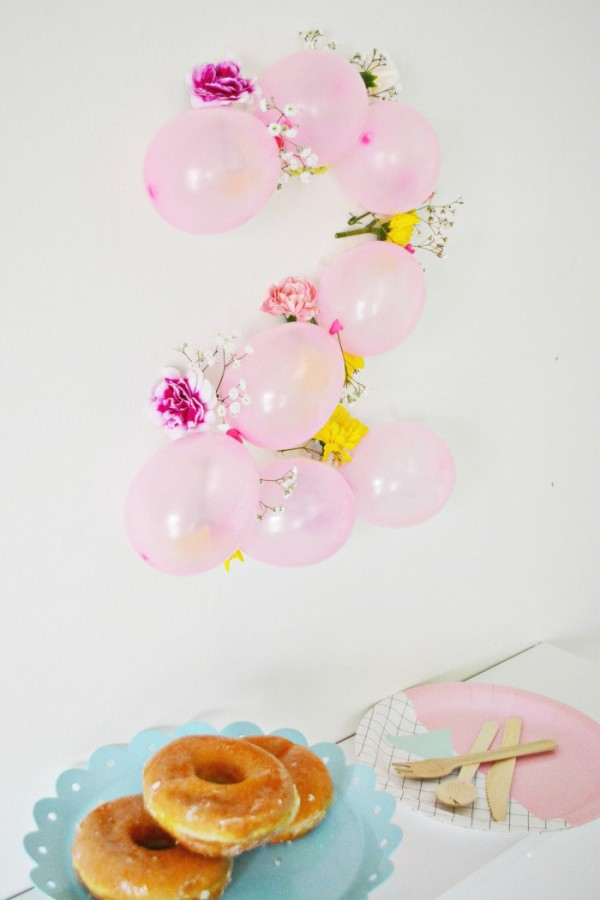 numeros para la pared con globos y flores decoracion pared