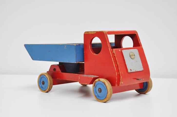 mid-mod-juguetes-vintage-camion-rojo