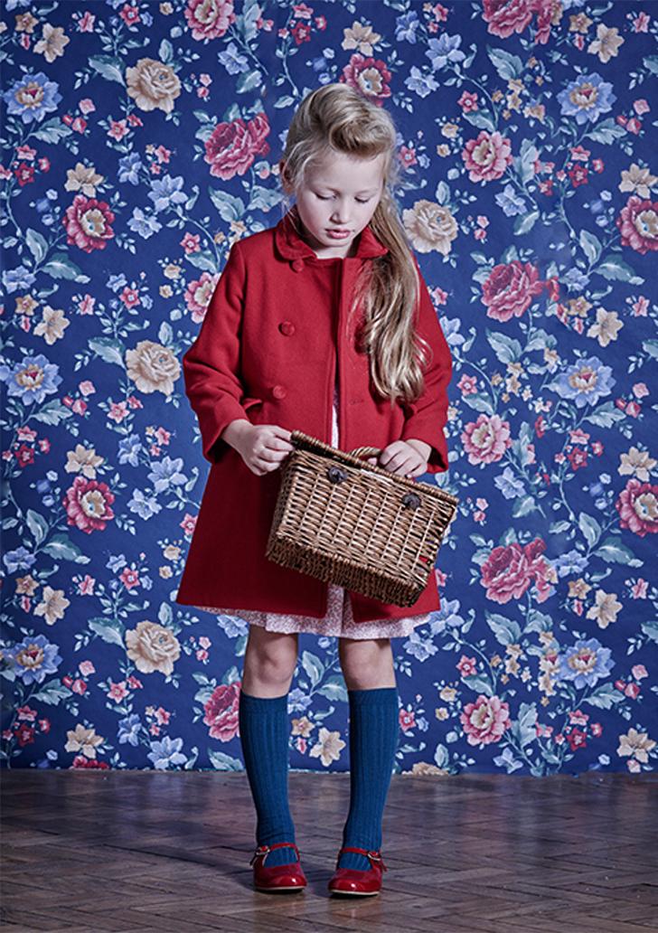 moda-infantil-otoño-la-coqueta-abrigo-rojo