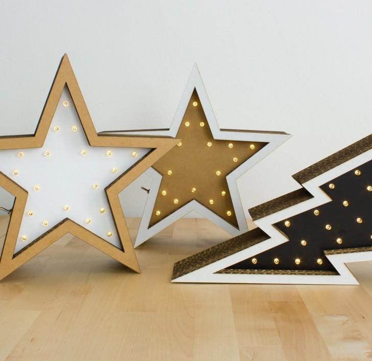 estrellas con luces decorativas