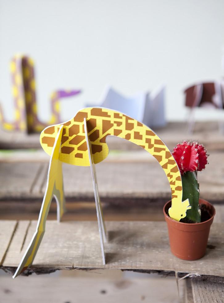 juguetes-de-carton-studio-roof-jirafas