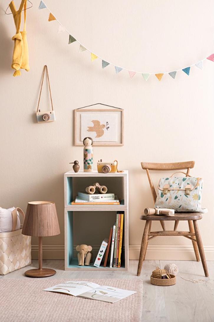 Dormitorios infantiles con detalles de madera y toques - Habitacion de madera ...