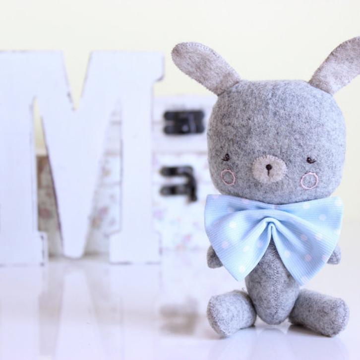 peluches-bonitos-conejo-pajarita