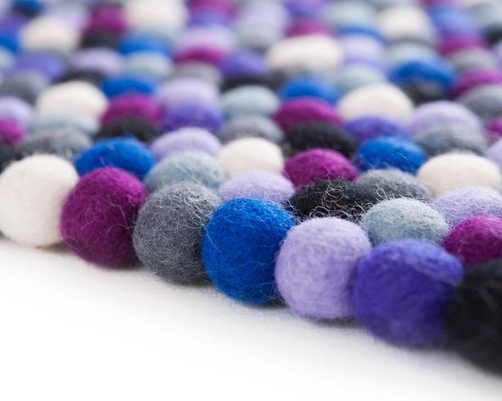 alfombra-manna-bolas-fieltro