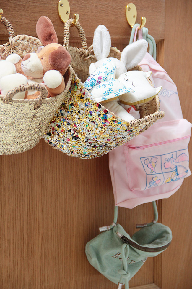 habitacion-infantil-almacenaje-puerta