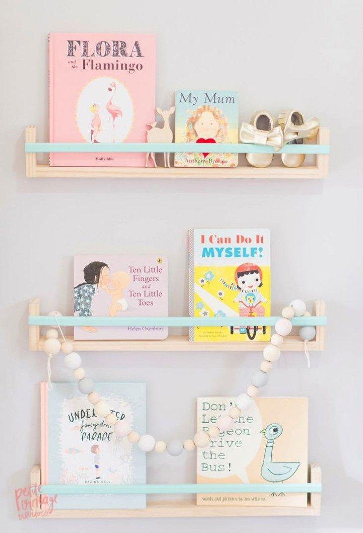 Las estanter as m s trendy est n en el cuarto infantil - Estanteria libros ikea ...