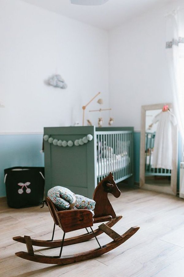 habitacion-bebe-balancin-madera