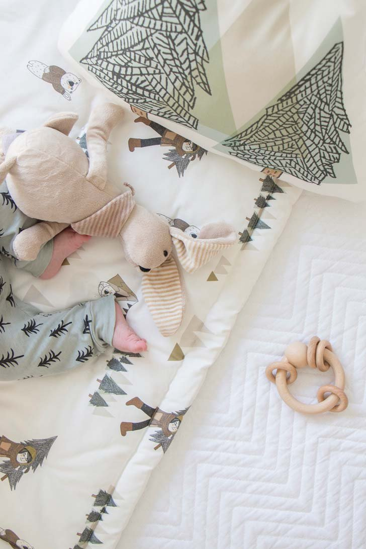 habitacion-bebe-estilo-nordico-textiles-cama