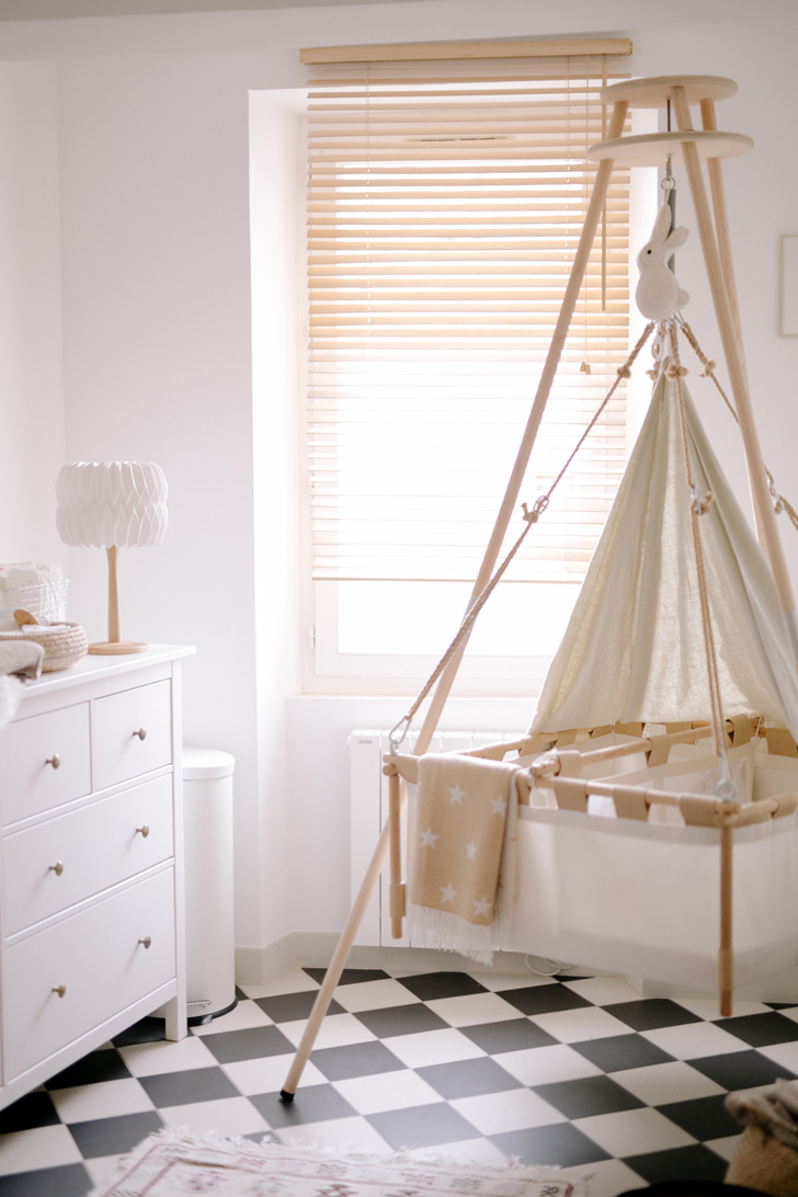 Habitación de bebé para gemelos en estilo natural