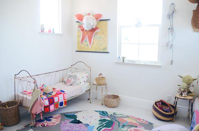 habitacion-infantil-compartida-camas-forja