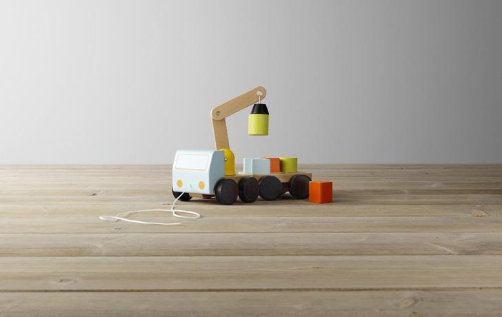 ikea-catalogo-2017-juguetes-grua-madera