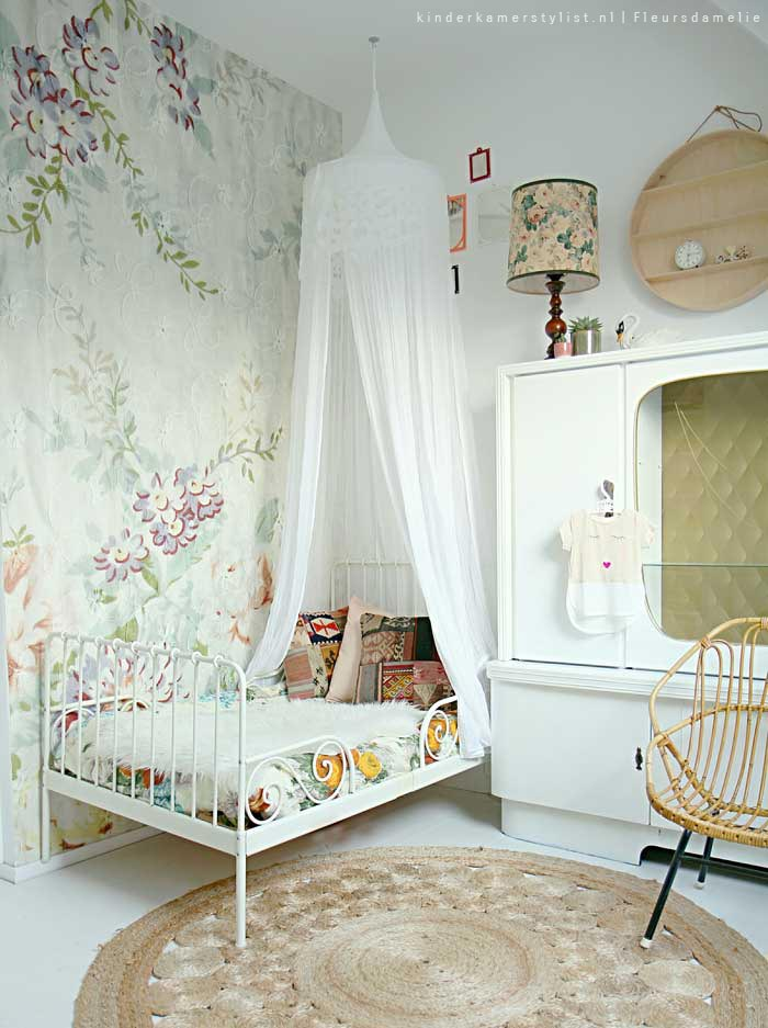 habitacion-infantil-aires-romanticos-papel-pintado-floral