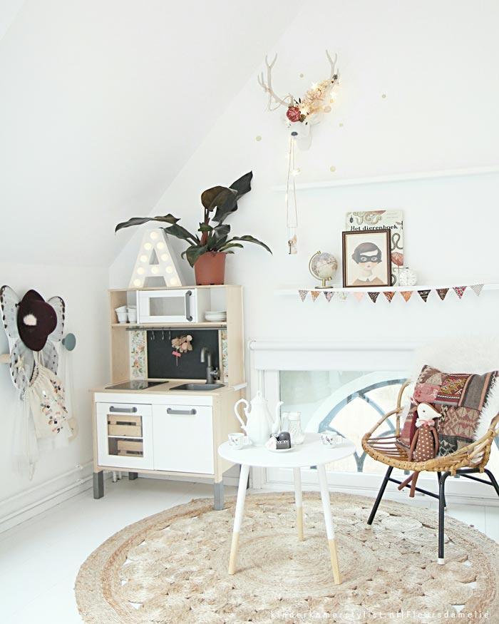 habitacion-infantil-romantica-con-cocina-de-juguete