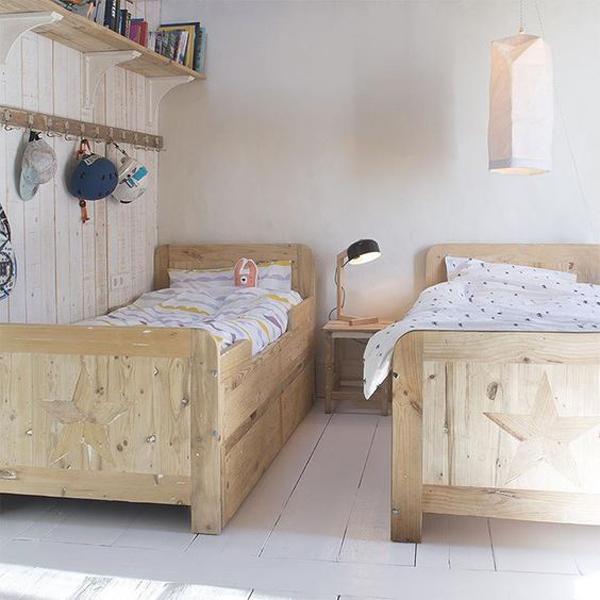 habitacion-compartida-camas-de-madera