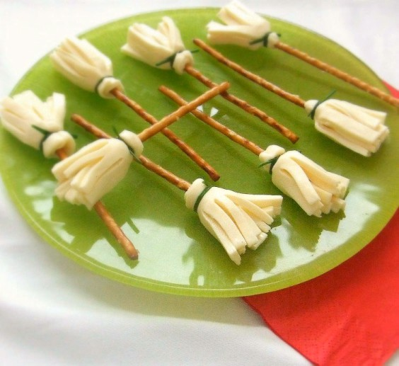 snacks-salados-escobas-de-buja-halloween