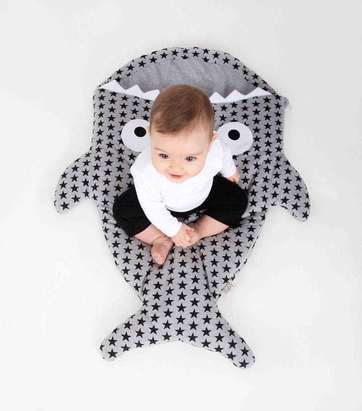 fundasbcn-y-babybites-saco-gris-estrellas-negras