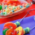 18 brochetas de chuches originales y ricas para fiestas infantiles