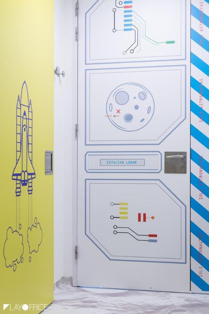 estacion-lunar-hospital-decoracion-puertas