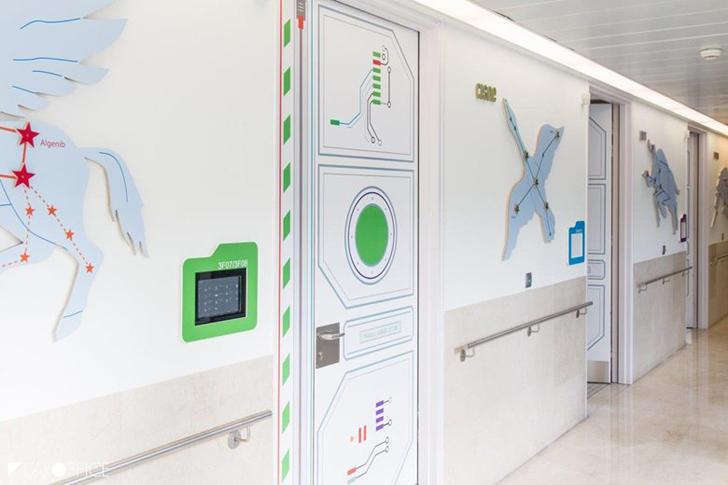 hospital-estacion-lunar-pasillo