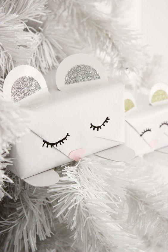 ideas-para-envolver-regalos-de-ninos-decorados-con-caritas-3