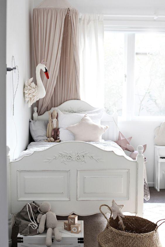 cama-infantil-madera-estilo-romantico