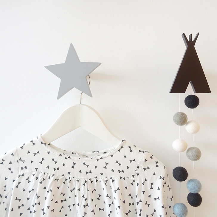 colgador-pared-estrella-gris-tipi-negro-nicolasito