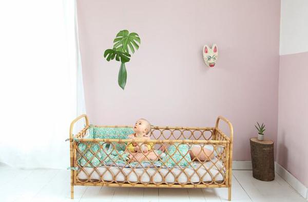 habitacion-bebe-hojas-tropicales