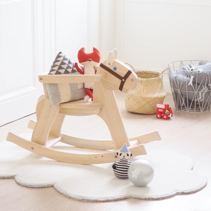 habitacion-infantil-caballito-madera