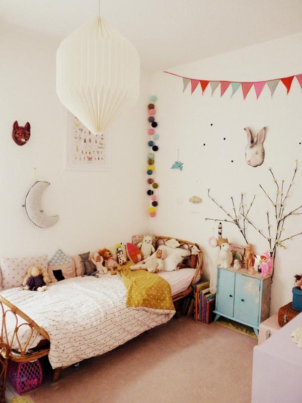 habitacion-infantil-eclectica-cama-de-mimbre