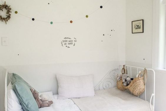 ideas en color blanco para decorar los cuartos infantiles