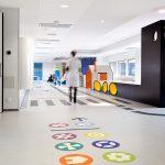 Un hospital infantil lleno de ilustraciones y colores