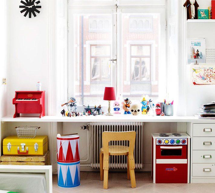 Habitación infantil ecléctica y llena de colorido