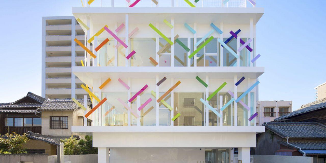 Una guardería llena de colores