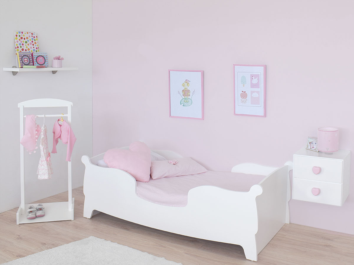 Bainba y su cama montessori gondola decopeques for Dormitorio nina blanco