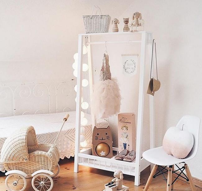 Dormitorios infantiles nórdicos con toques amaderados