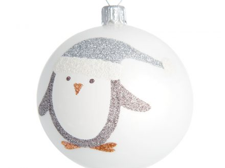 Bola de Navidad de cristal tintado blanco con motivo de pingüino plateado