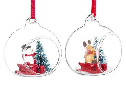 Bolas de Navidad abiertas de cristal con personajes sobre trineo